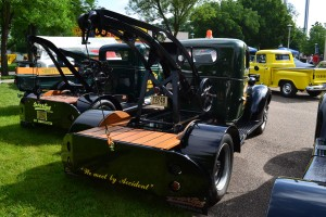 Chevrolet 1940 tow truck back